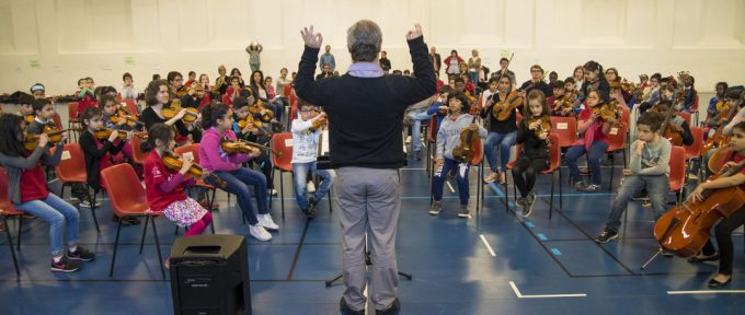 Démos : 120 enfants vivent leur première expérience d'orchestre