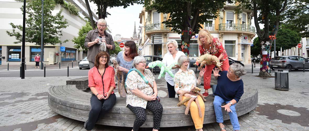 C'est la jungle avec le Gang des tricoteuses, place de la Paix!   M+ Mulhouse