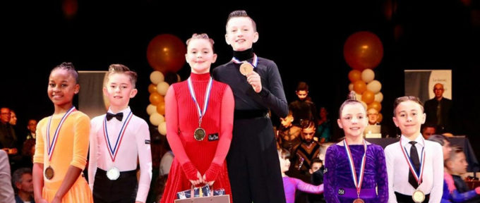 Moins de 12 ans et champions de France de danses latines!