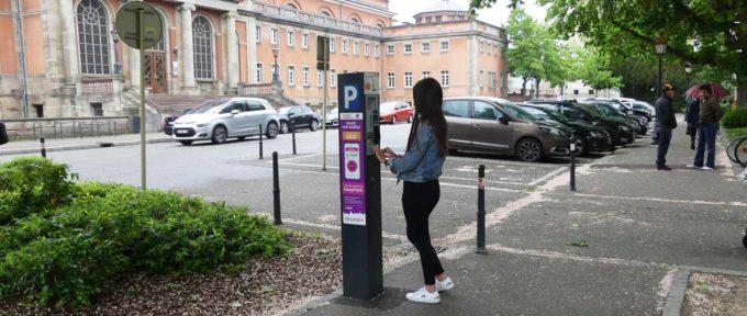Stationnement au centre-ville: la saisie du numéro de plaque d'immatriculation sur horodateur entre en vigueur