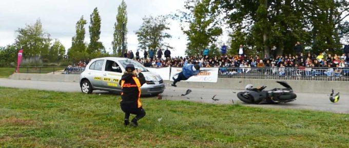 Prévention: un crash test scooter-voiture pour réveiller les consciences