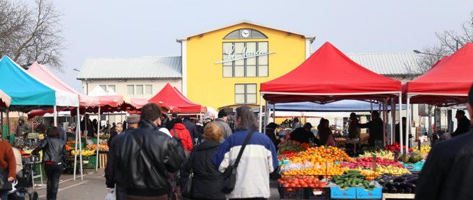 Confinement : des commerçants du marché s'organisent
