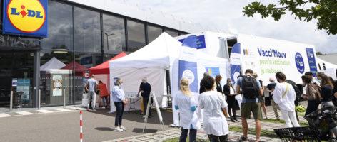 Covid-19: un centre de vaccination mobile, au plus près des habitants