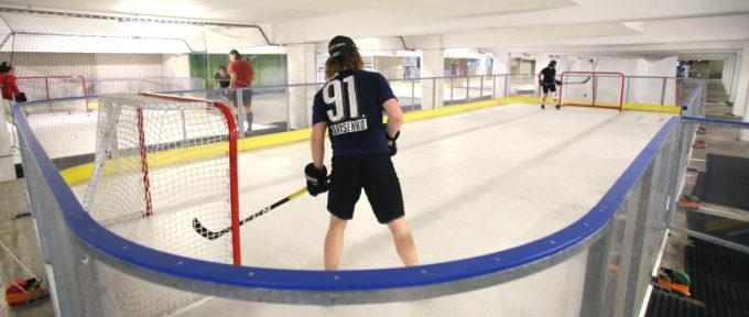 Hockey: des entraînements bien réels sur une glace synthétique